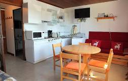 534 LAMOURA : Studio en centre village