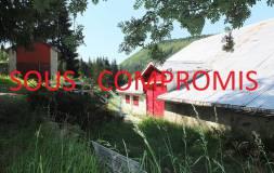 541 LES BOUCHOUX : Maison ancienne isolée